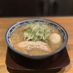 麺屋 八海山 - 味玉入煮干そば 950円