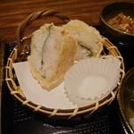 れんこん - 新鮮な海老もしっかり入ったはさみ揚げ。 食べごたえがあります。