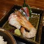 れんこん - お高そうなものも含む、4種の豪華なお刺身。 お魚は何と二片づつ。