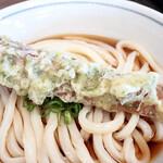 根っこ - 天ぷら衣のつき具合がいい感じで、 ぶっかけ出汁に浸して 美味しく食べました。
