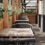 BAKERY&CAFE The.Terrace - iPhone・スマートフォンを置くだけで充電できるテーブルです!(機種によりできない場合もございます)