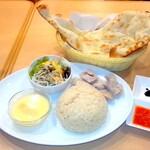 アジアン スターズ キッチン - 海南チキンライス(鶏飯チーファン)¥850&プレーンナン¥300