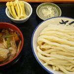 元祖武蔵野うどん めんこや - 肉汁うどん大盛&食べログのクーポンで無料トッピングの油揚げ