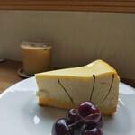 Kew - チーズケーキ アメチェ添え