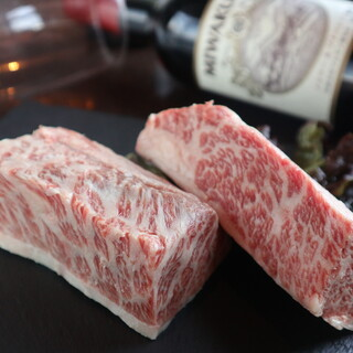 お肉は【黒毛和牛】や希少な【あか毛和牛】を使用!!