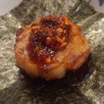 15427425 - 炙り平貝に食べる辣油乗せアップ
