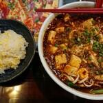 知音食堂 - ランチメニューより 「マーボー麺 (激辛)」