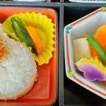 154278267 - ご飯と煮物