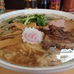 魂麺  - 料理写真:魂の中華そば醤油こってり900円 脂大サービスしてくださったらしい(笑)