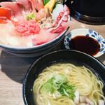 らーめん専門店 拉ノ刻 - 海鮮丼とラーメンの組み合わせ
