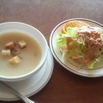 チャーリーレストラン - セットのスープとサラダ