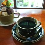 154299587 - コーヒーとパフェ