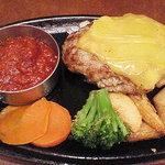 ビッグボーイ - 料理写真:父が選んだ、チェダーとゴーダのチーズハンバーグ♪