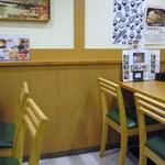 讃岐麺処 か川 - テーブル3か4席ある♪