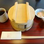 豊島屋菓寮 八十小路 - これが限定20食の「蒸し寿司」♪