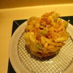 国産二八蕎麦 蕎香 - サクサクで、ボリュームのあるかき揚げ。