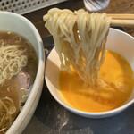 日吉 大勝軒 - 卵×2を軽く溶き、麺を潜らせススるのがマイスタンダード。