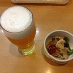 味処 庄屋 - 料理写真:生ビールと突き出し。居酒屋の定番です。