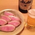 15432283 - 鴨ロース(600円) 瓶ビール(550円)