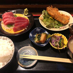 食事処 たらふく - 料理写真:まぐろ刺身と日替わりフライ定食 1050円(税込)