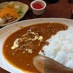 炭火やきとり   富吉 - 料理写真:インド風チキンカレー、サラダと福神漬けがつきます
