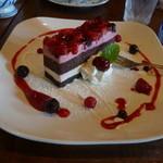 15433094 - イチゴとブルーベリーのケーキ