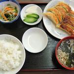 上海亭 - 餃子定食(620円)