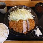 Tonkatsumaruya - 厚切り ロースかつ定食。 1300円。