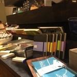 文房具カフェ - 店内に文房具が普通に売ってるという。面白い。