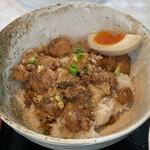 麺屋 KARyu - 無料サービスのルーロー飯(ご飯少なめ)