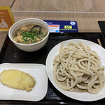 武蔵野うどん 澤村 - 料理写真:肉茄子汁うどん並 山芋天ぷら