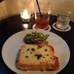 カフェ・グラニテ - 上面にチーズがのっていて、ナイフとフォークでいただくクロックムッシュ。