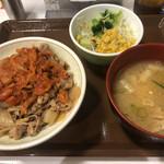 すき家 - キムチ牛丼中盛り、とん汁サラダセット