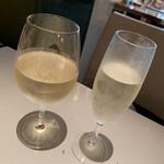 ガンボ&オイスターバー - 白ワイン、スパークリングワイン
