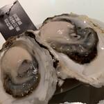 ガンボ&オイスターバー - 岩牡蠣
