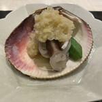 154388516 - とり貝の湯引き                         葱と生姜のソースで