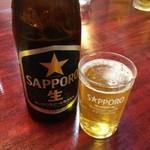 高柳亭 - 瓶ビールはサッポロ。