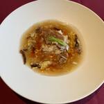 ル シノワ サノ イズミ - 気仙沼産ふかひれのハーフ煮、スーラーソース