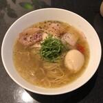 Japanese Soba Noodles 蔦 - 塩ラーメン + 青森シャモロック味玉