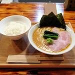 SHIBASAKITEI+ - 横浜家系らーめん650円、ライス無料