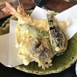 154415519 - えび、茄子、獅子唐、しいたけの天ぷら。