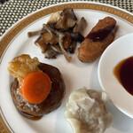 カスケイドカフェ - 三皿目。茶色シリーズ。(ハンバーグ、しゅうまい、キノコ、コロッケ)