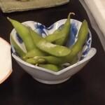 三松会館 - ビールに付く枝豆