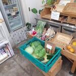 リュミエール・ドゥ・ベー - 地物の野菜も販売