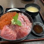 すみれ - トロ・マグロ丼(イクラ追加トッピング)
