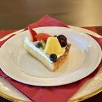 Un Moment Pour Soi - フルーツタルト@バター風味たっぷりのシュクレとダマンド、乳脂肪の高いクリームにフルーツたっぷり