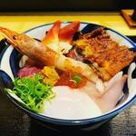 割烹 秋やま - 海鮮丼大盛り(サーモン抜きバージョン)