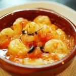 マグキッチン - エビとフレッシュトマトのアヒージョ〜香草オイル焼き〜¥630