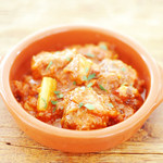マグキッチン - ちょっとピリ辛アルボンディガス〜ミートボールとセロリ、やわらかタコのトマト煮込み〜¥680