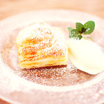 マグキッチン - イチゴとあんこの熱々パイ包み〜バニラアイスをのせて〜¥480